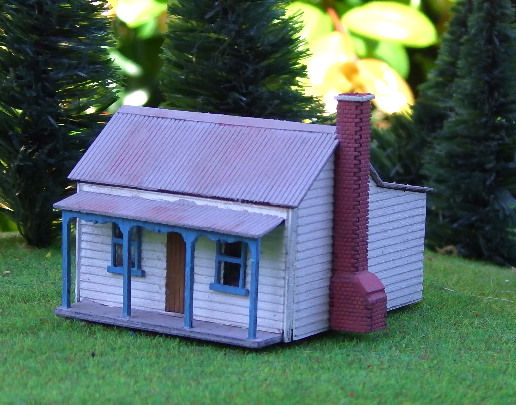 N Scale Victorian Miners Cottage Kit Model Train Buildings